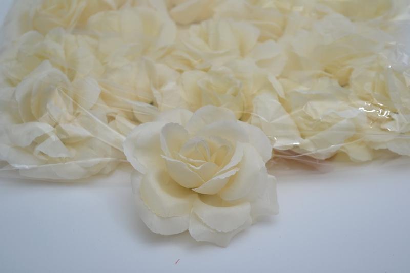 Balenie samolepiacich ruží 24 ks  - krémové