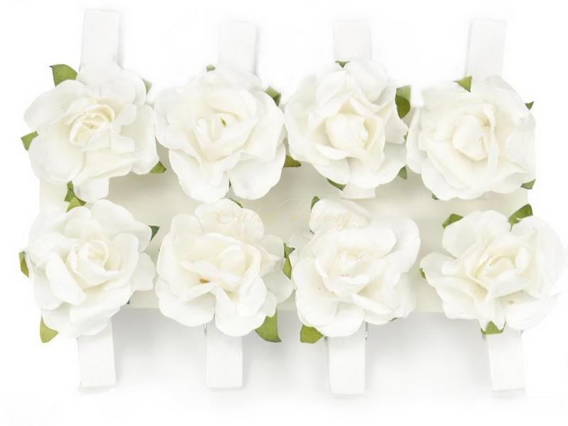 Biely kolíček s růžičkou